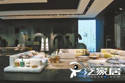 罗奇堡(Roch bobios)的第N版麻将沙发以蝴蝶为主题,塑造生命感,其明快沙发容纳更多功能,耐人寻味且贴心.jpg