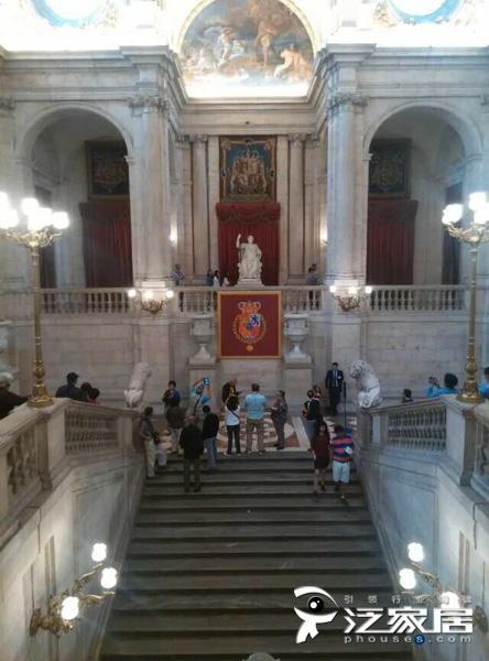西班牙皇宫,让大家领略到了巴洛克风格建筑的唯美之处.图片