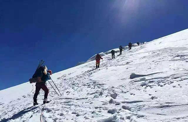 华美立家董事长贾锋成功登顶海拔7546米慕士塔格峰!